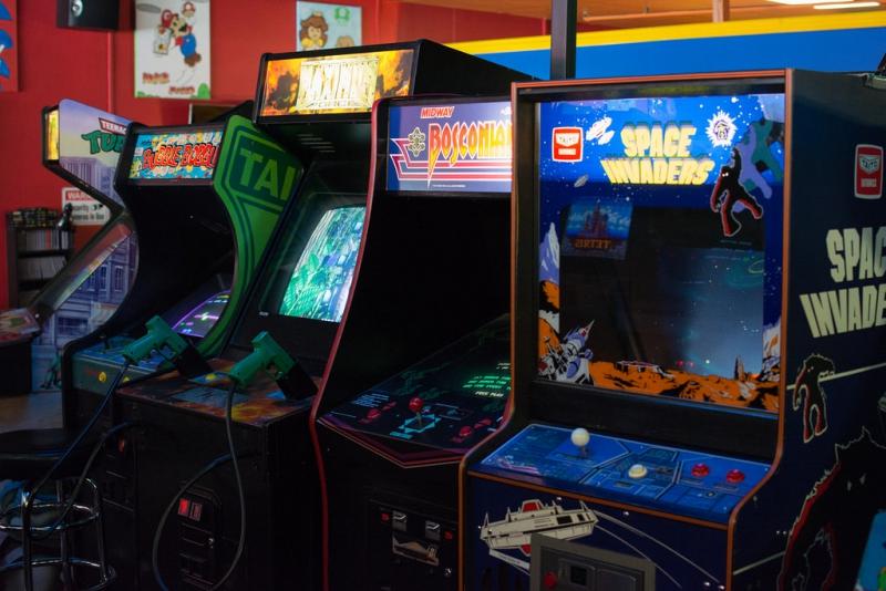 Games, Karaoke and Bowling Bar