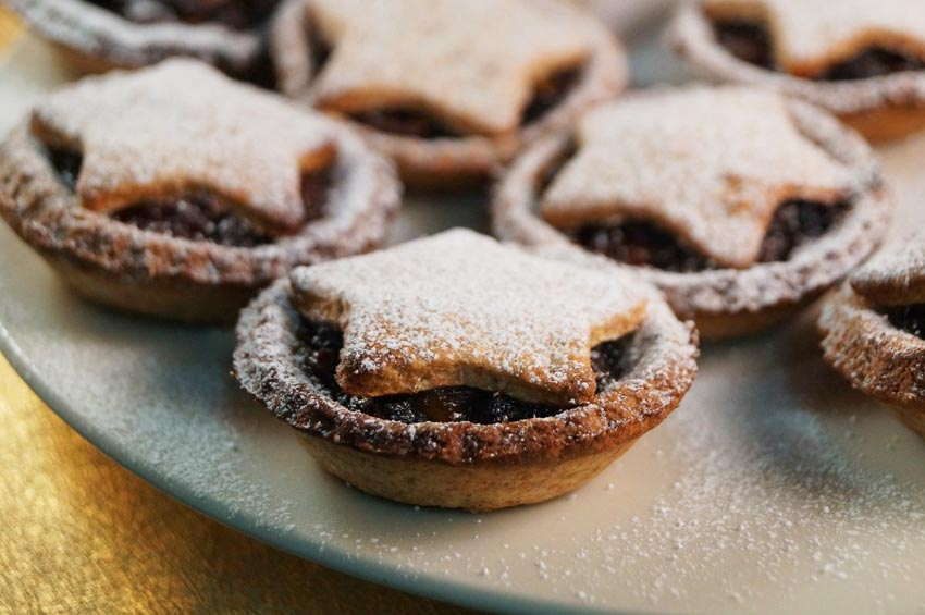 Cafe Mince pies + Hot chocolate @ 15:10